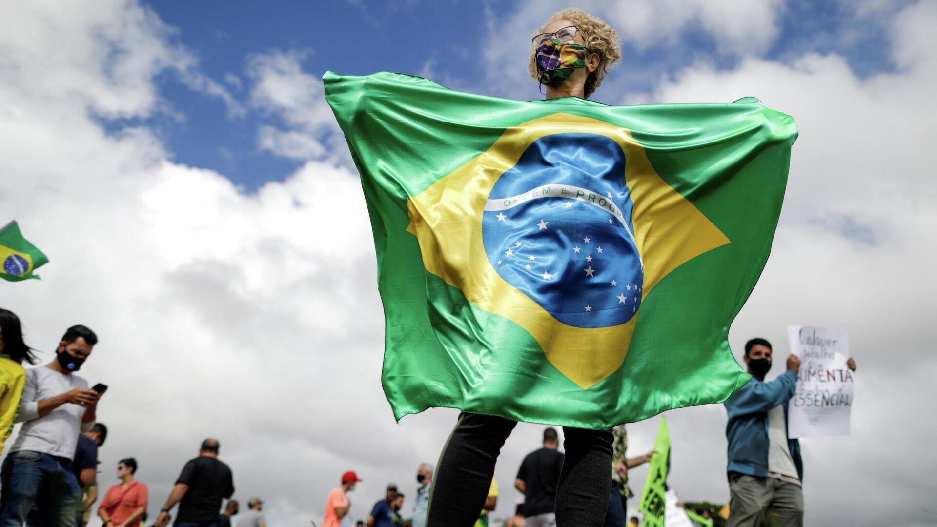Protestas contra el toque de queda para frenar COVID-19 en Brasil - Sputnik Mundo, 1920, 02.03.2021
