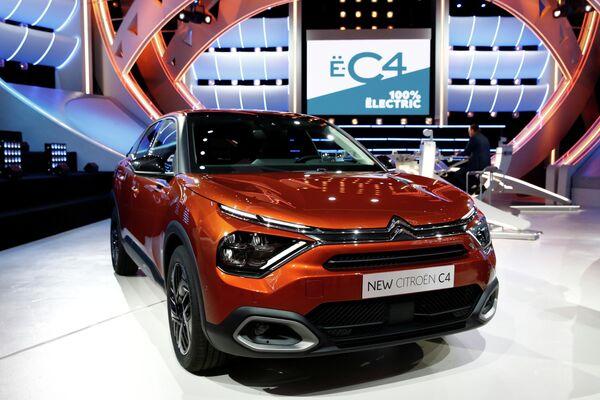 El Citroen C4 se anotó 143 puntos y ocupó el séptimo lugar. El crossover compacto francés está disponible con motores de gasolina con potencias de 100 a 155 caballos de fuerza, versiones diésel con potencias de 100 o 130 caballos y la modificación totalmente eléctrica con una potencia máxima de 136 caballos de fuerza en las ruedas delanteras. - Sputnik Mundo