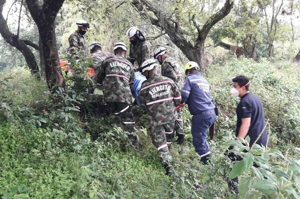 Soldados del Batallón de Ingenieros de Atención a Desastres del Ejército de Colombia durante el rescate - Sputnik Mundo