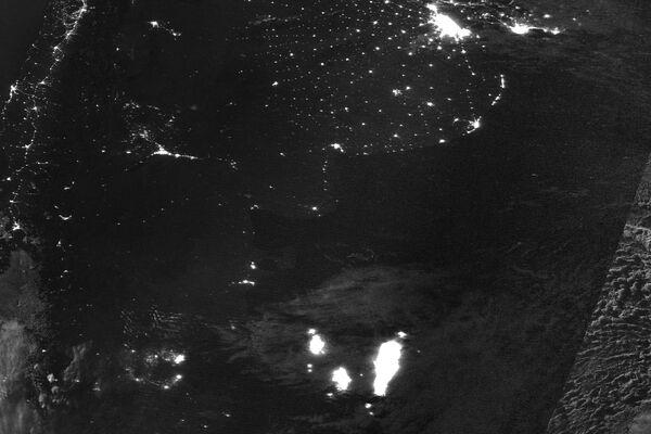 Imágenes satelitales de buques pesqueros en el límite de la Zona Económica Exclusiva argentina - Sputnik Mundo