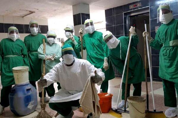 Jóvenes voluntarios cubanos en centro de aislamiento como personal de apoyo a médicos y enfermeras - Sputnik Mundo
