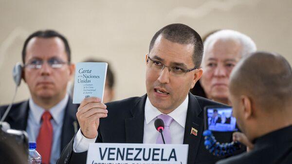 El ministro de Relaciones Exteriores de Venezuela, Jorge Arreaza, muestra la carta de las Naciones Unidas durante su discurso ante el Consejo de Derechos Humanos de las Naciones Unidas el 12 de septiembre de 2019 en Ginebra. - Sputnik Mundo