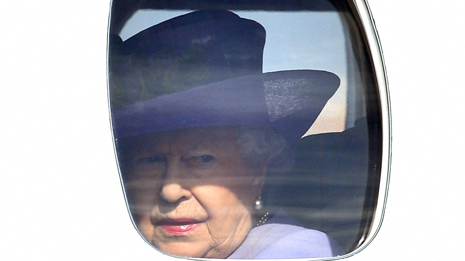 La reina Isabel II en un avión - Sputnik Mundo, 1920, 12.04.2021