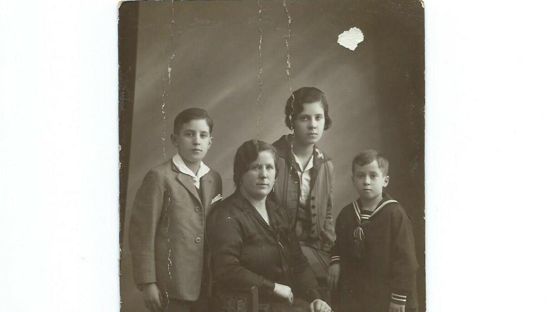 Familia Aguirregoicoa - Sputnik Mundo, 1920, 08.03.2021