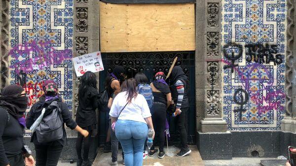 La protesta del Día Intenaiconal de la Mujer en la Ciudad de México - Sputnik Mundo