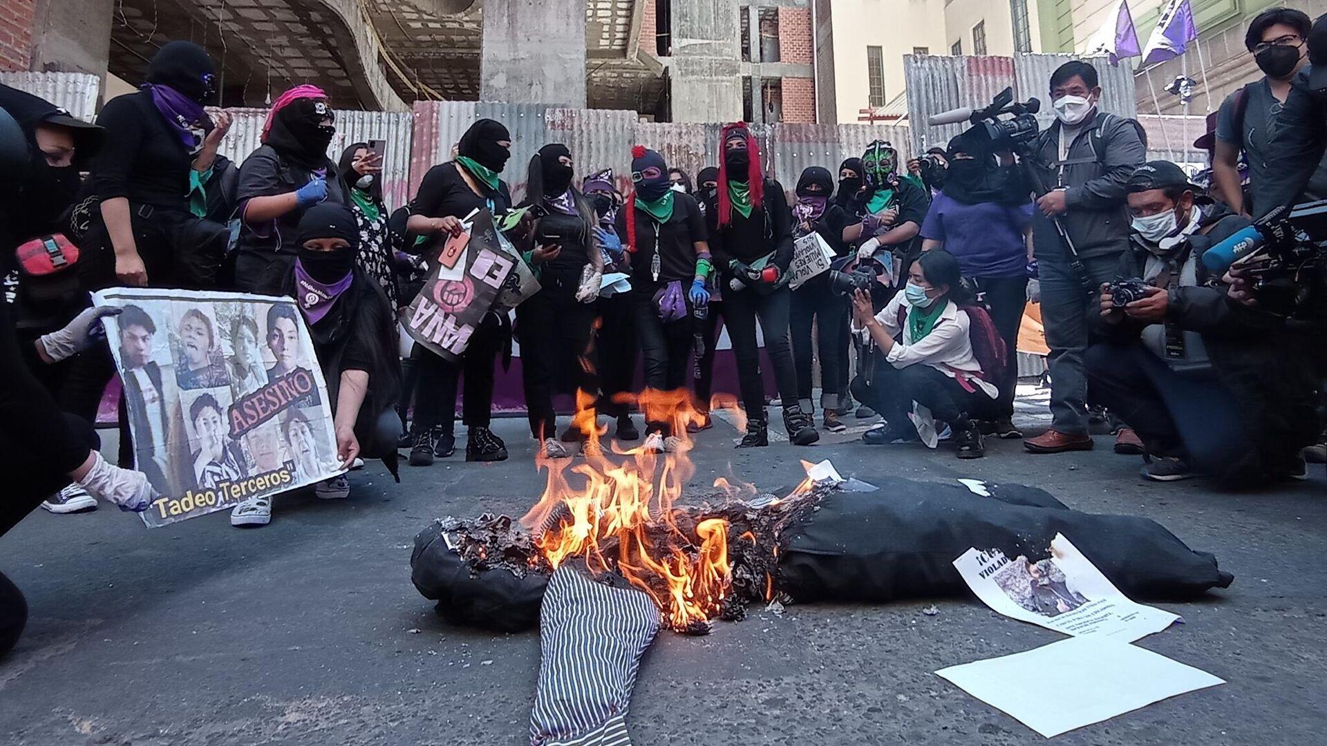Protesta ante la Fiscalía departamental de La Paz, en el marco del (M - Sputnik Mundo, 1920, 08.03.2021