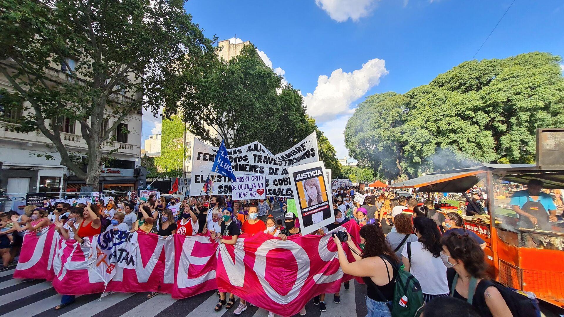 El Día Internacional de la Mujer fue otra jornada de lucha del feminismo fuera del Congreso argentino - Sputnik Mundo, 1920, 08.03.2021