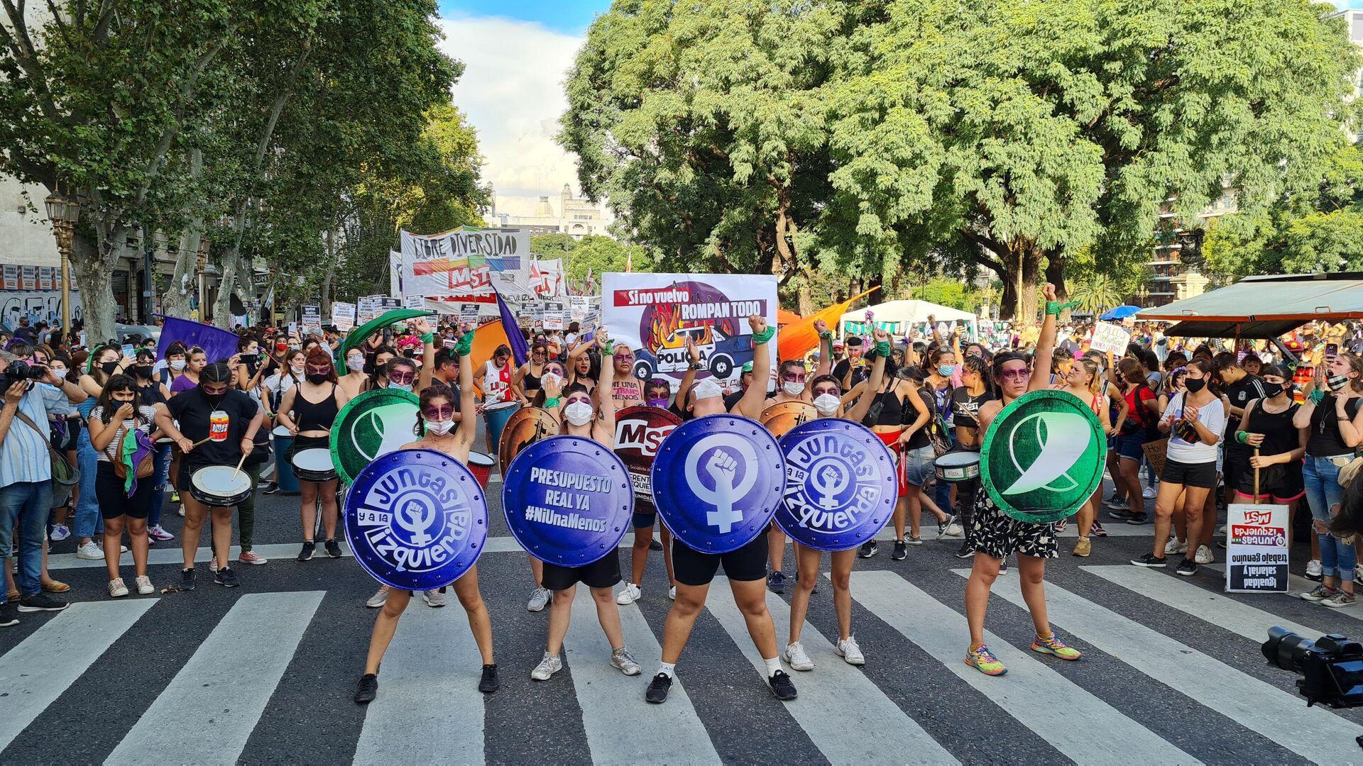 El Día Internacional de la Mujer fue otra jornada de lucha del feminismo fuera del Congreso argentino - Sputnik Mundo, 1920, 12.03.2021