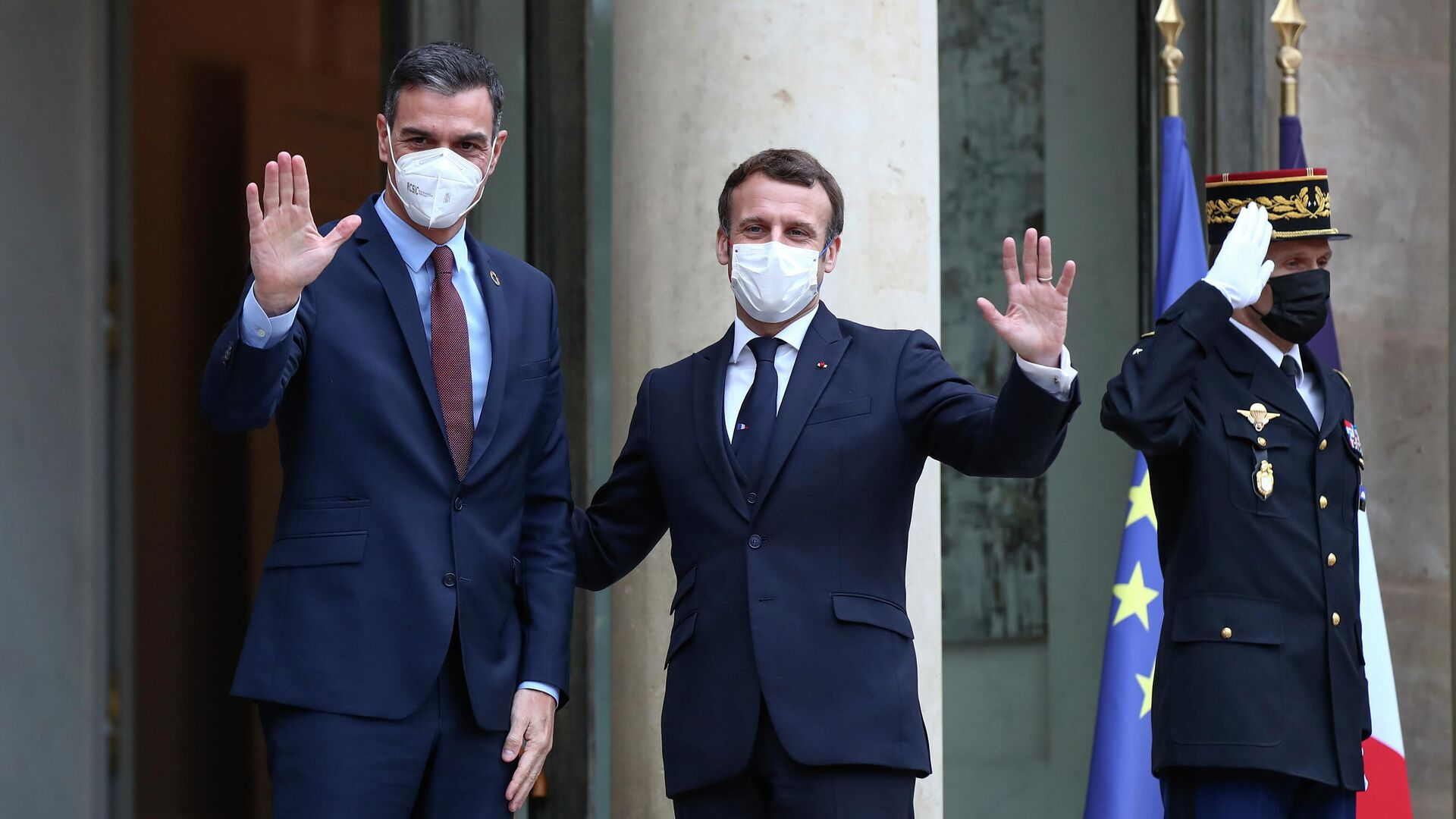 El presidente del Gobierno español, Pedro Sánchez, y e presidente de Francia, Emmanuel Macron - Sputnik Mundo, 1920, 09.03.2021