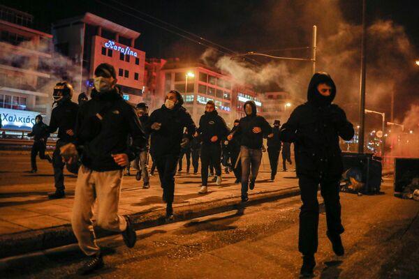 Al principio, la protesta fue pacífica, pero en algún momento un grupo de anarquistas se unió a los manifestantes.  - Sputnik Mundo