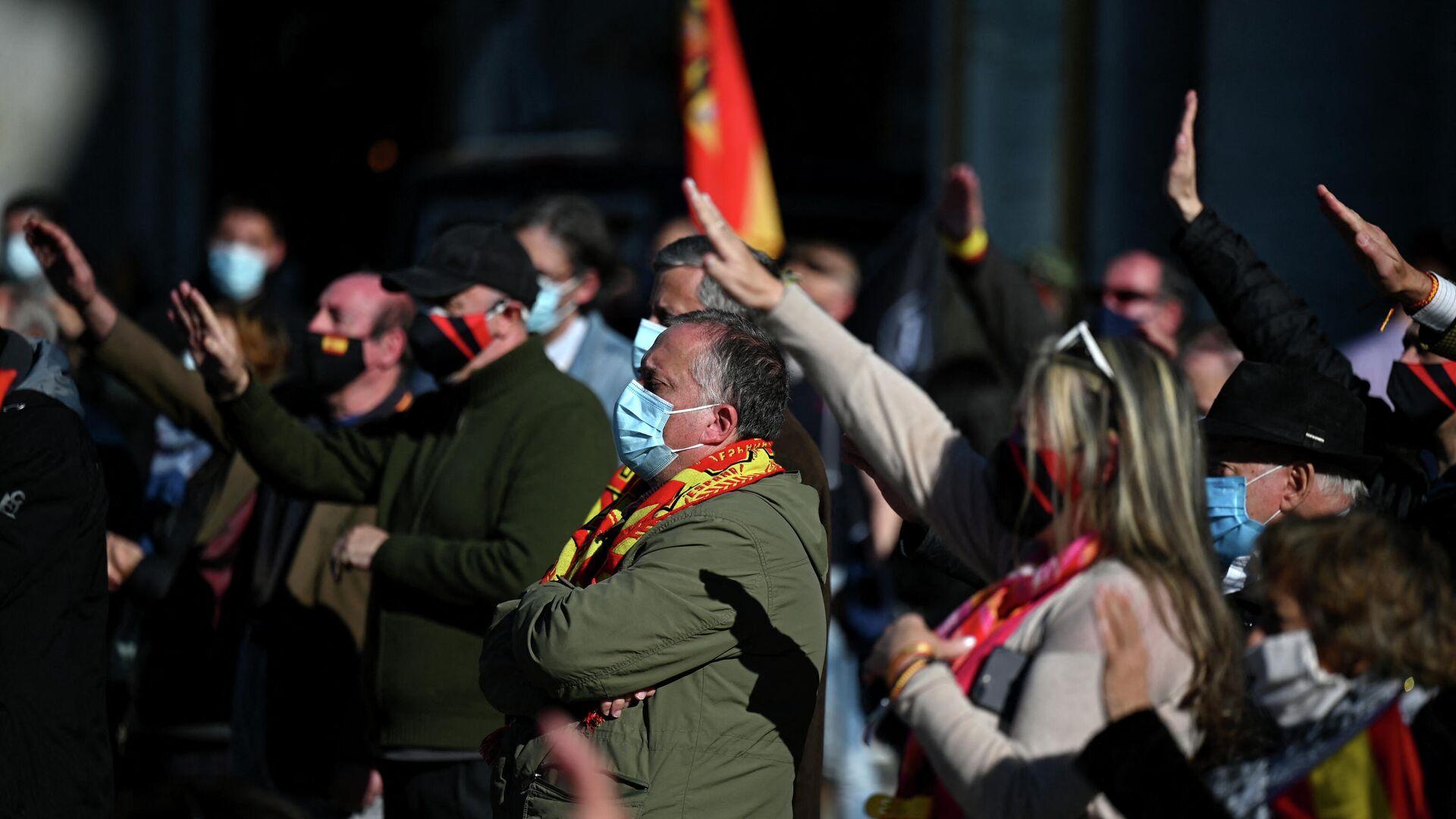 Simpatizantes de Francisco Franco realizan un homenaje por el 45 aniversario de la muerte del dictador  - Sputnik Mundo, 1920, 11.03.2021