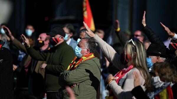 Simpatizantes de Francisco Franco realizan un homenaje por el 45 aniversario de la muerte del dictador  - Sputnik Mundo