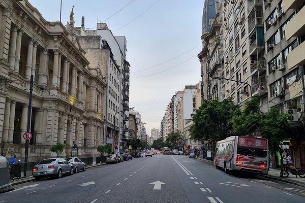 Callao y Corrientes, donde rueda la luna en Balada para un loco, nombrada Esquina Horacio Ferrer. - Sputnik Mundo