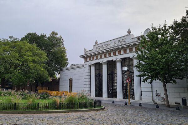 Cementerio de la Recoleta, en el barrio de clase alta que lleva su nombre, frente a Plaza Francia. - Sputnik Mundo