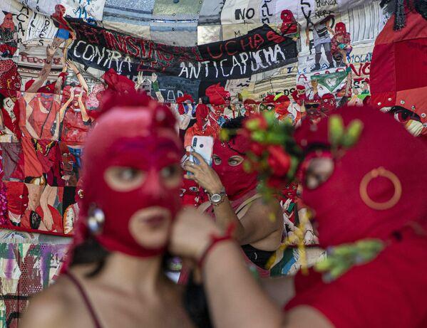 Participantes de la marcha por el Día Internacional de Mujer en Santiago, Chile. - Sputnik Mundo