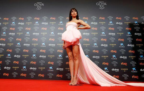 La actriz española Hiba Abouk en la alfombra roja de los premios Goya 2021. - Sputnik Mundo