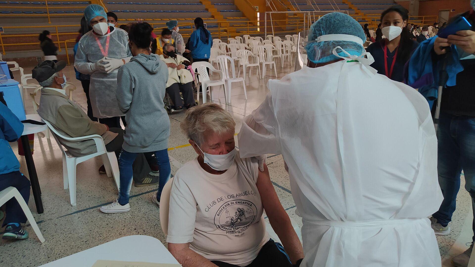 Jornada de vacunación a adultos mayores en El Tunal, Bogotá - Sputnik Mundo, 1920, 17.03.2021