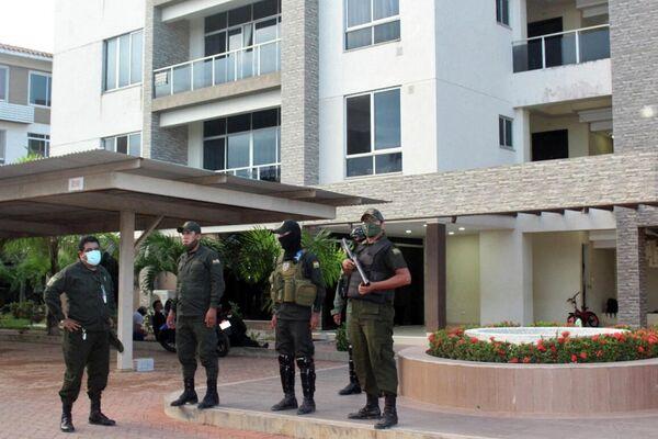 La Policía vigilando frente a la casa de Jeanine Áñez, Trinidad (Bolivia), el 12 de marzo de 2021 - Sputnik Mundo