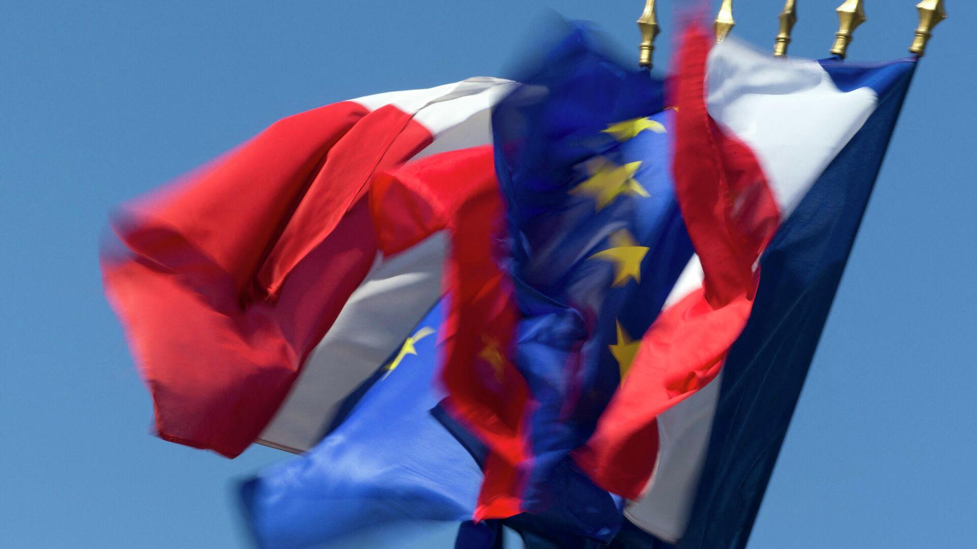 Las banderas de Francia y la UE - Sputnik Mundo, 1920, 14.03.2021