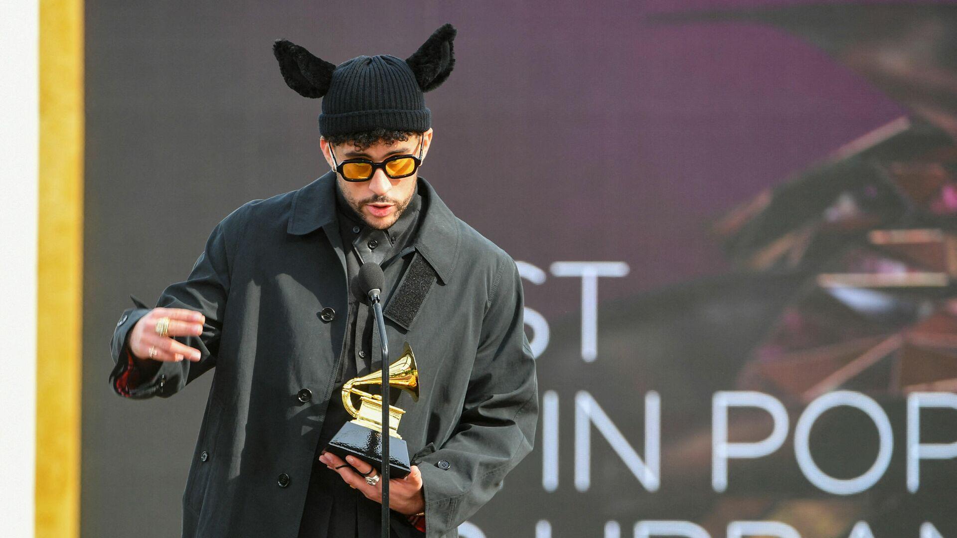 Пуэрто-риканский певец Bad Bunny с наградой на церемонии награждения Грэмми в Лос-Анджелесе - Sputnik Mundo, 1920, 28.04.2021