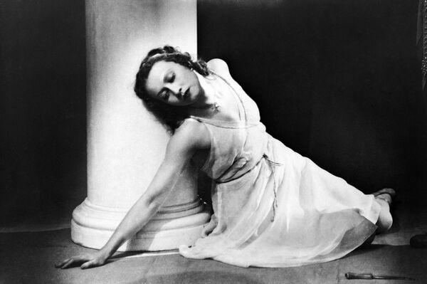 Escena del ballet 'La fuente de Bajchisarái' (1954). María - Galina Ulánova - Sputnik Mundo