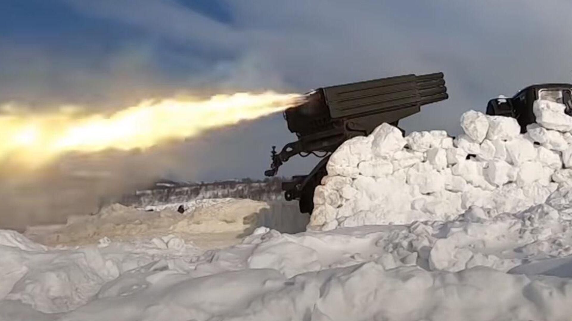 Los lanzacohetes múltiples Grad (Granizo, en español) mostraron sus capacidades durante unas maniobras de Rusia en el Ártico - Sputnik Mundo, 1920, 15.03.2021
