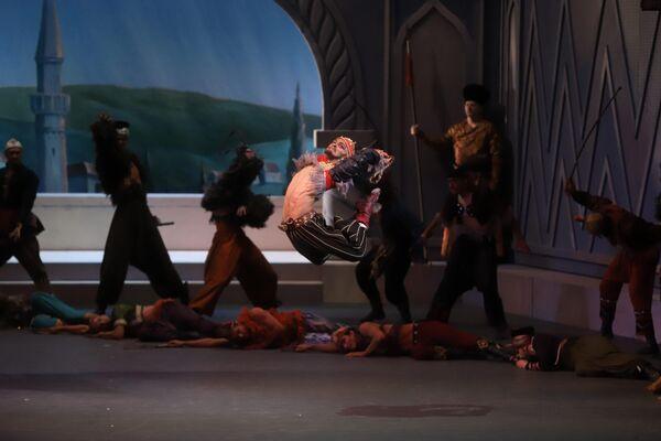 Diego Ernesto Calderón Armién como Nuralí en el ballet 'La fuente de Bajchisarái' - Sputnik Mundo