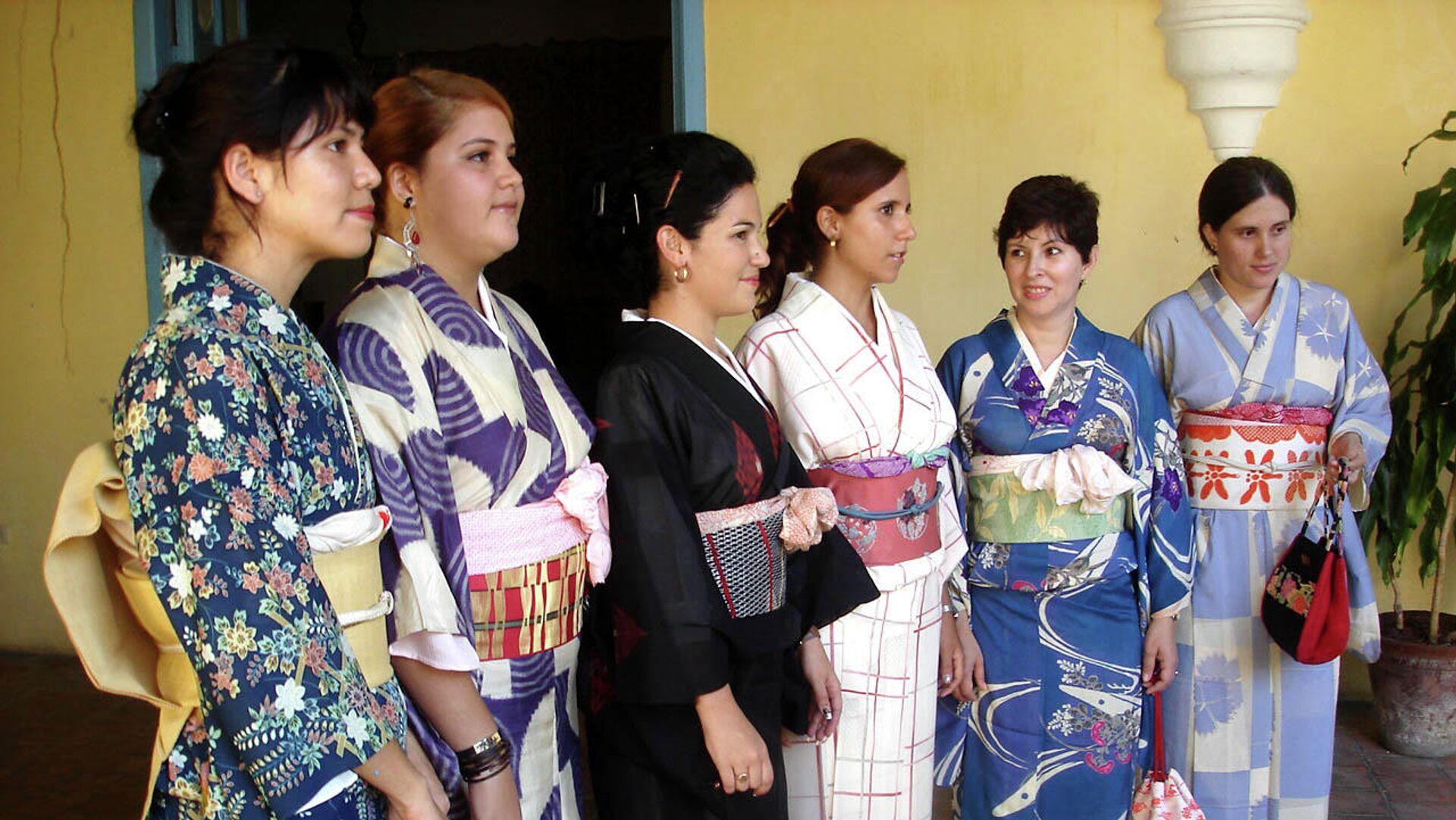 Desfile de kimonos y ropa tradicional japonesa, Día de la Cultura de Japón, Casa de la Obrapía, La Habana.  - Sputnik Mundo, 1920, 15.03.2021