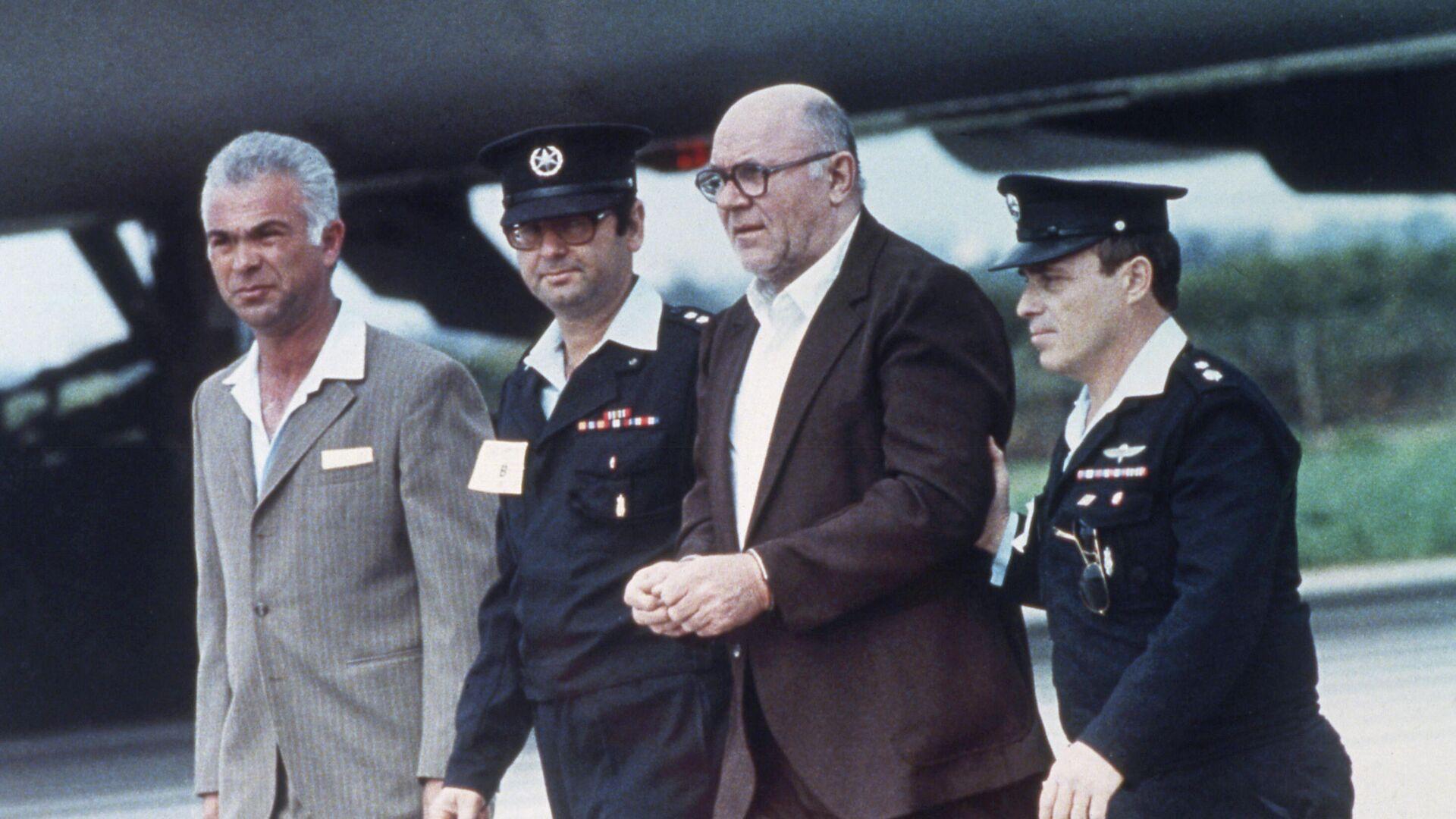 John Demjanjuk aterriza en el aeropuerto de Tel Aviv (Israel) en 1986 - Sputnik Mundo, 1920, 16.03.2021