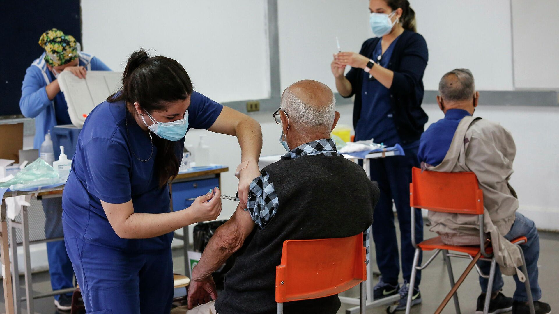 Proceso de vacunación a mayores de  90 años en Chile - Sputnik Mundo, 1920, 16.03.2021