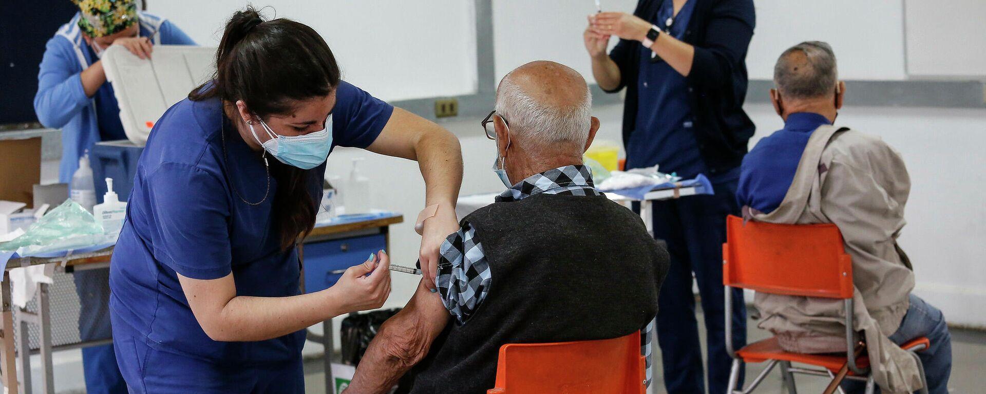 Proceso de vacunación a mayores de  90 años en Chile - Sputnik Mundo, 1920, 19.07.2021