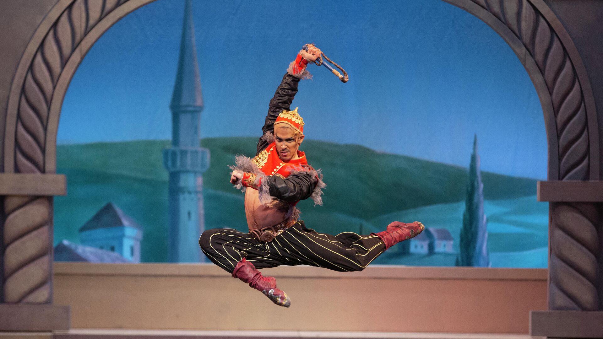 Diego Ernesto Calderón Armién como Nuralí en el ballet 'La fuente de Bajchisarái' - Sputnik Mundo, 1920, 17.03.2021