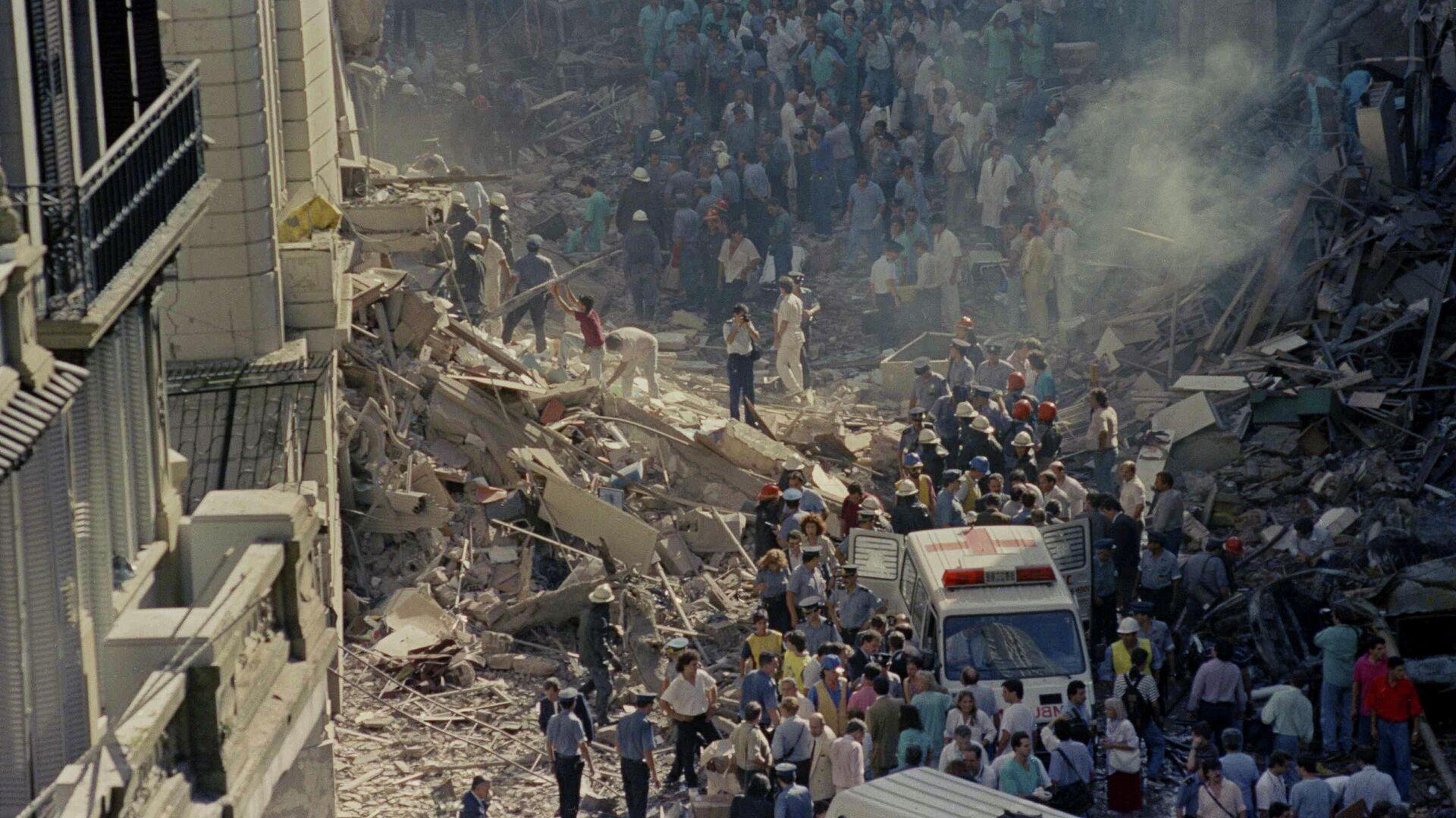 Trabajos de rescate luego del atentado a la Embajada de Israel en Argentina, 1992 - Sputnik Mundo, 1920, 17.03.2021