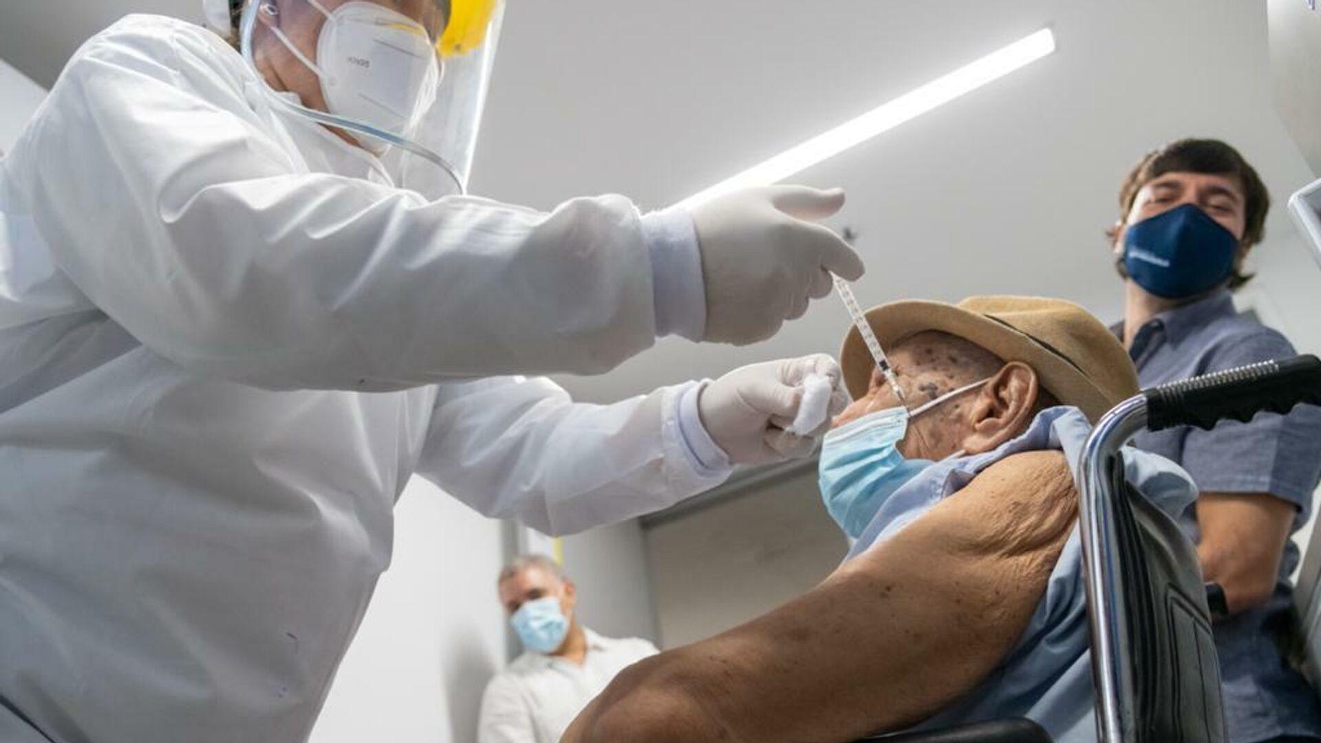 Adel Mass Arcón, persona número un millón en ser vacunada contra COVID-19 en Colombia - Sputnik Mundo, 1920, 17.03.2021