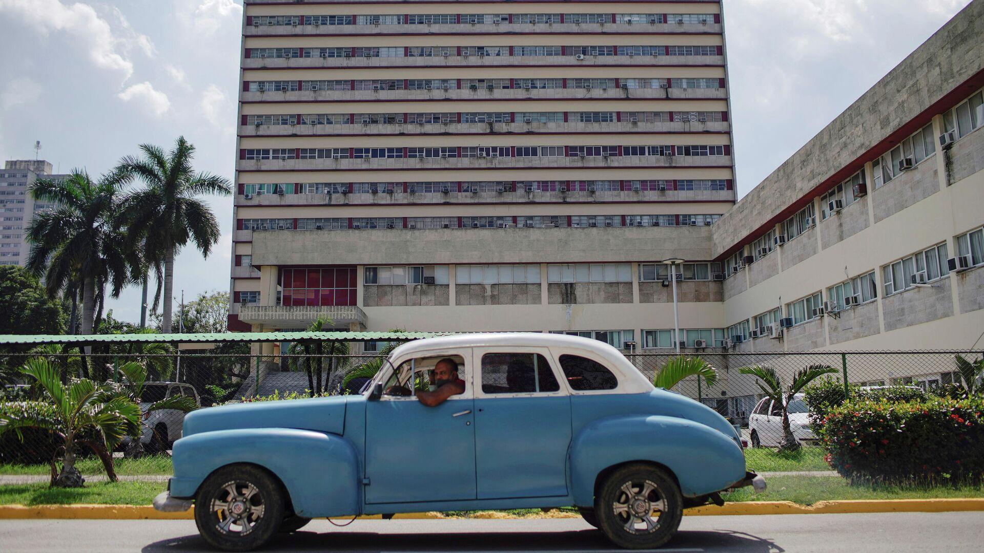 Un coche en la Habana, Cuba - Sputnik Mundo, 1920, 18.03.2021