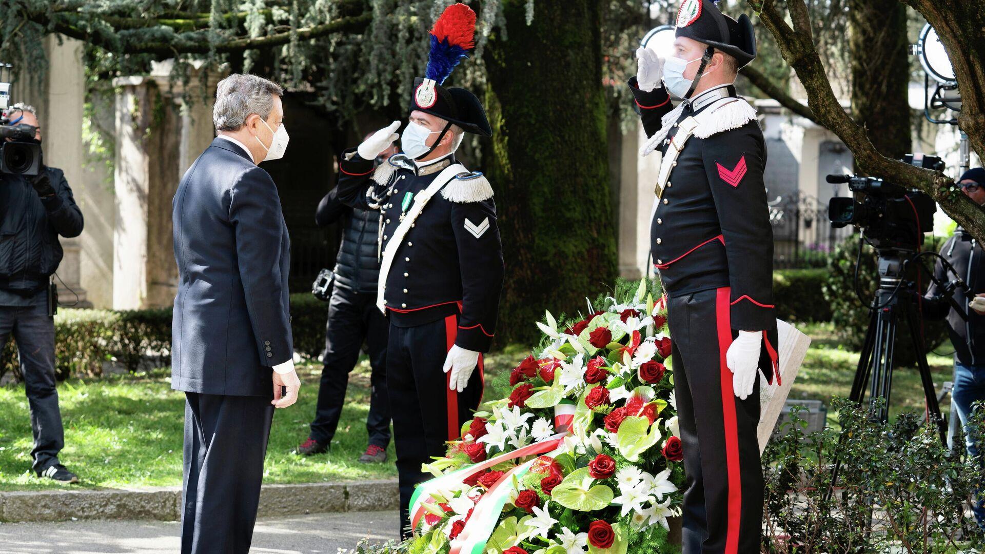 Mario Draghi, primer ministro de Italia en Bérgamo el primer Día de la memoria de las víctimas del COVID-19 - Sputnik Mundo, 1920, 18.03.2021