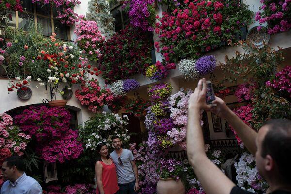 Patios decorados con flores de Córdoba - Sputnik Mundo