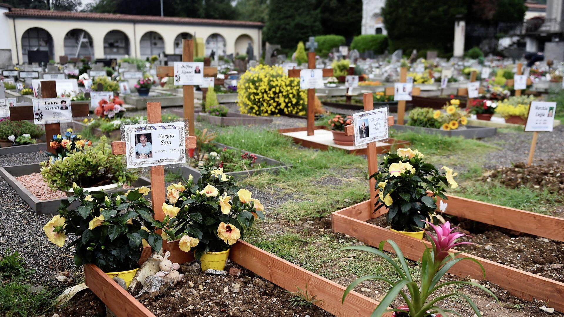 Tumbas de las víctimas del coronavirus en Italia en mayo 2020 - Sputnik Mundo, 1920, 18.03.2021