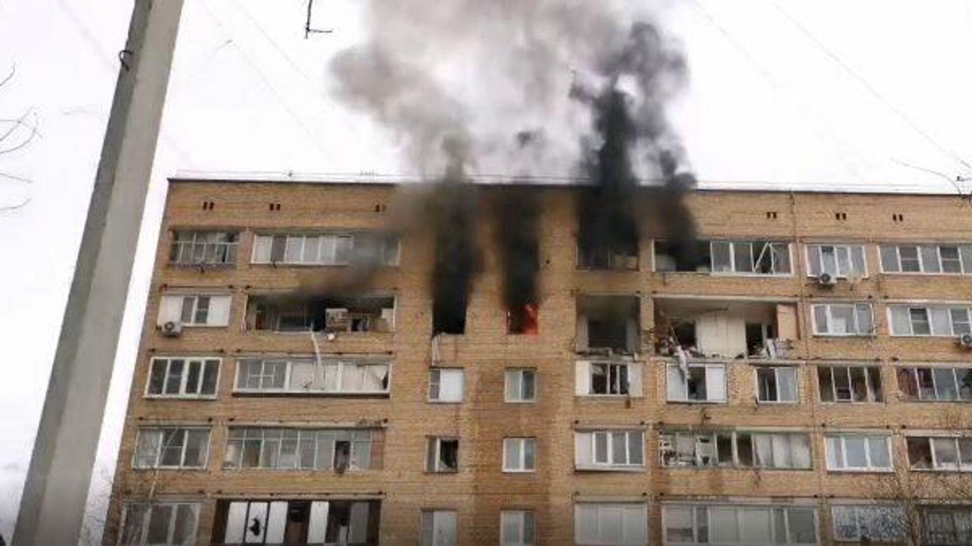 Un incendio tras una explosión de gas en un edificio residencial de nueve plantas en la ciudad rusa de Jimki - Sputnik Mundo, 1920, 19.03.2021