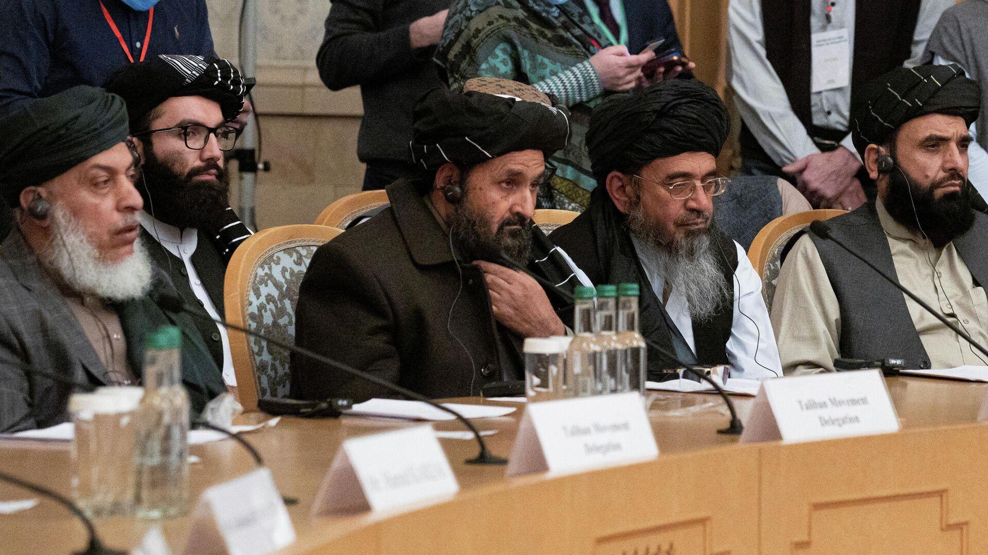 Los negociadores del Gobierno de Afganistán y del Movimiento Talibán* durante las conversaciones de paz en Moscú - Sputnik Mundo, 1920, 19.03.2021