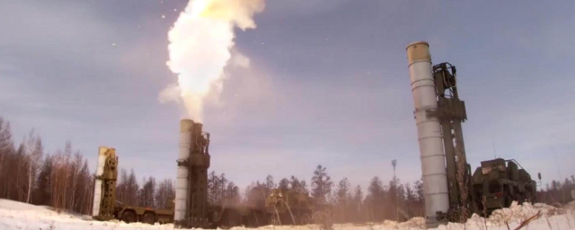 Los sistemas S-400 y Buk rusos lanzan sus misiles contra objetivos - Sputnik Mundo, 1920, 20.03.2021