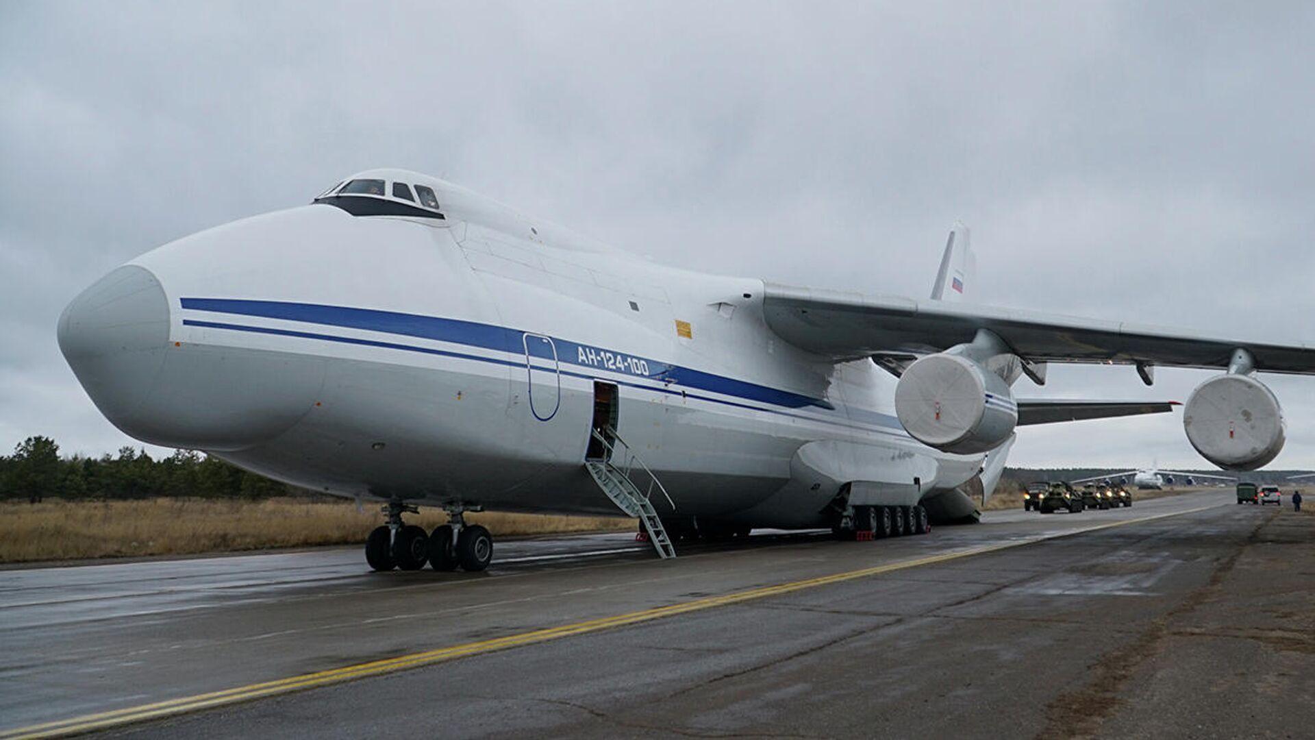 Un avi'on de transporte militra ruso An-124 Ruslan - Sputnik Mundo, 1920, 24.07.2021