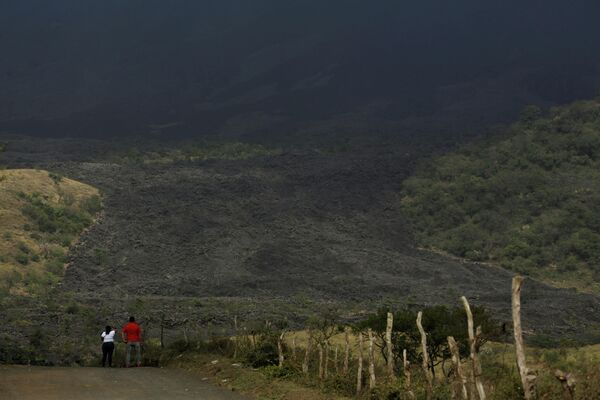 Zona aledaña al volcano Papaya cubierta de cenizas, marzo 2021 - Sputnik Mundo
