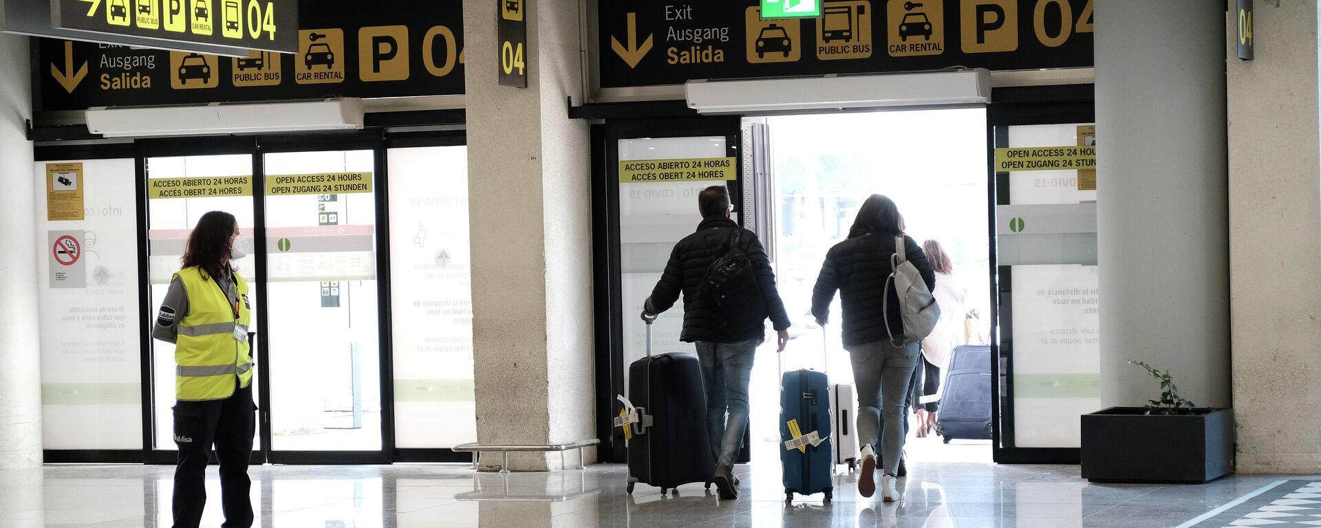 Viajeros saliendo del aeropuerto de Palma de Mallorca - Sputnik Mundo, 1920, 28.06.2021