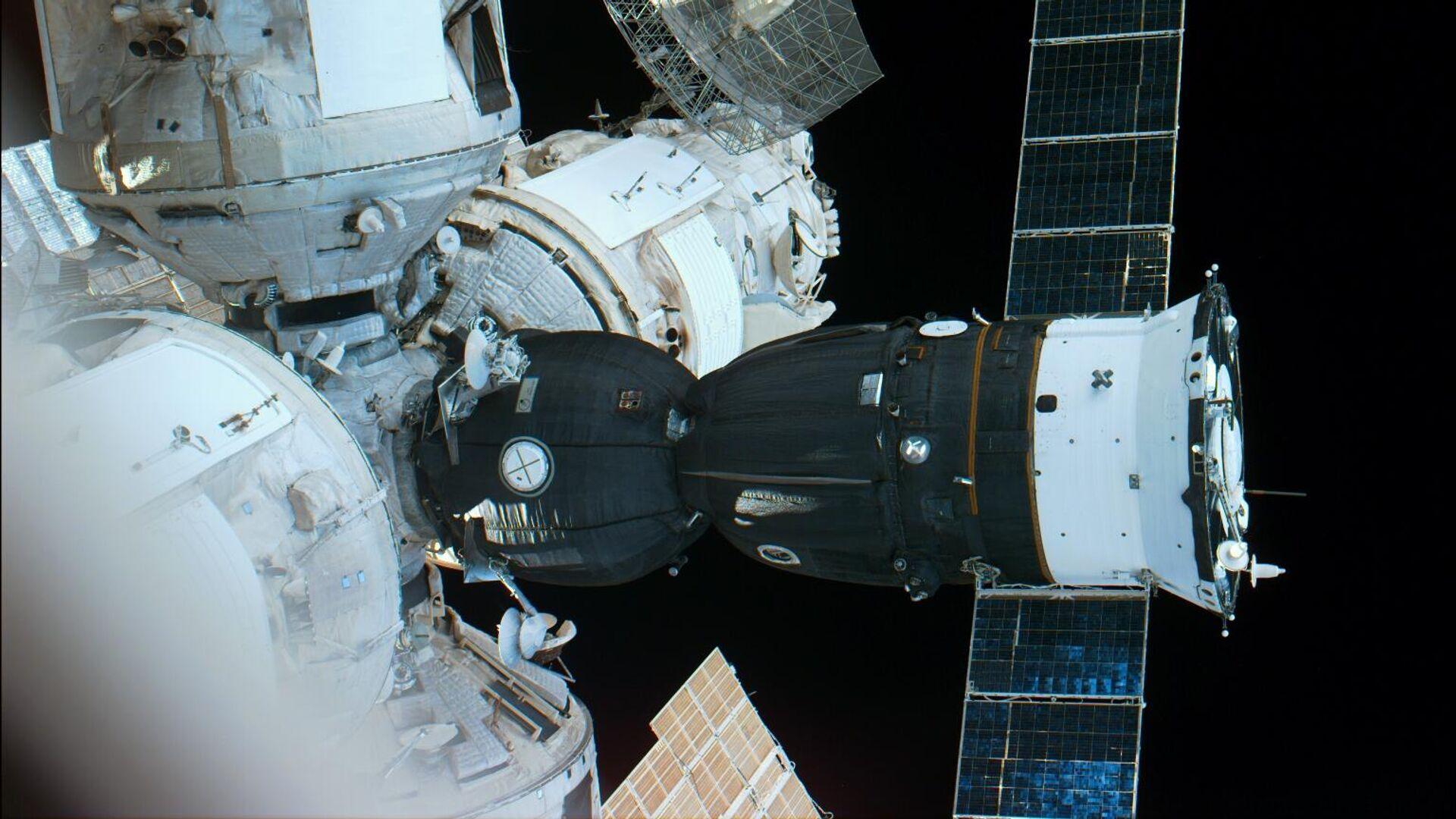 La nave Soyuz acoplada a la estación orbital Mir - Sputnik Mundo, 1920, 23.03.2021