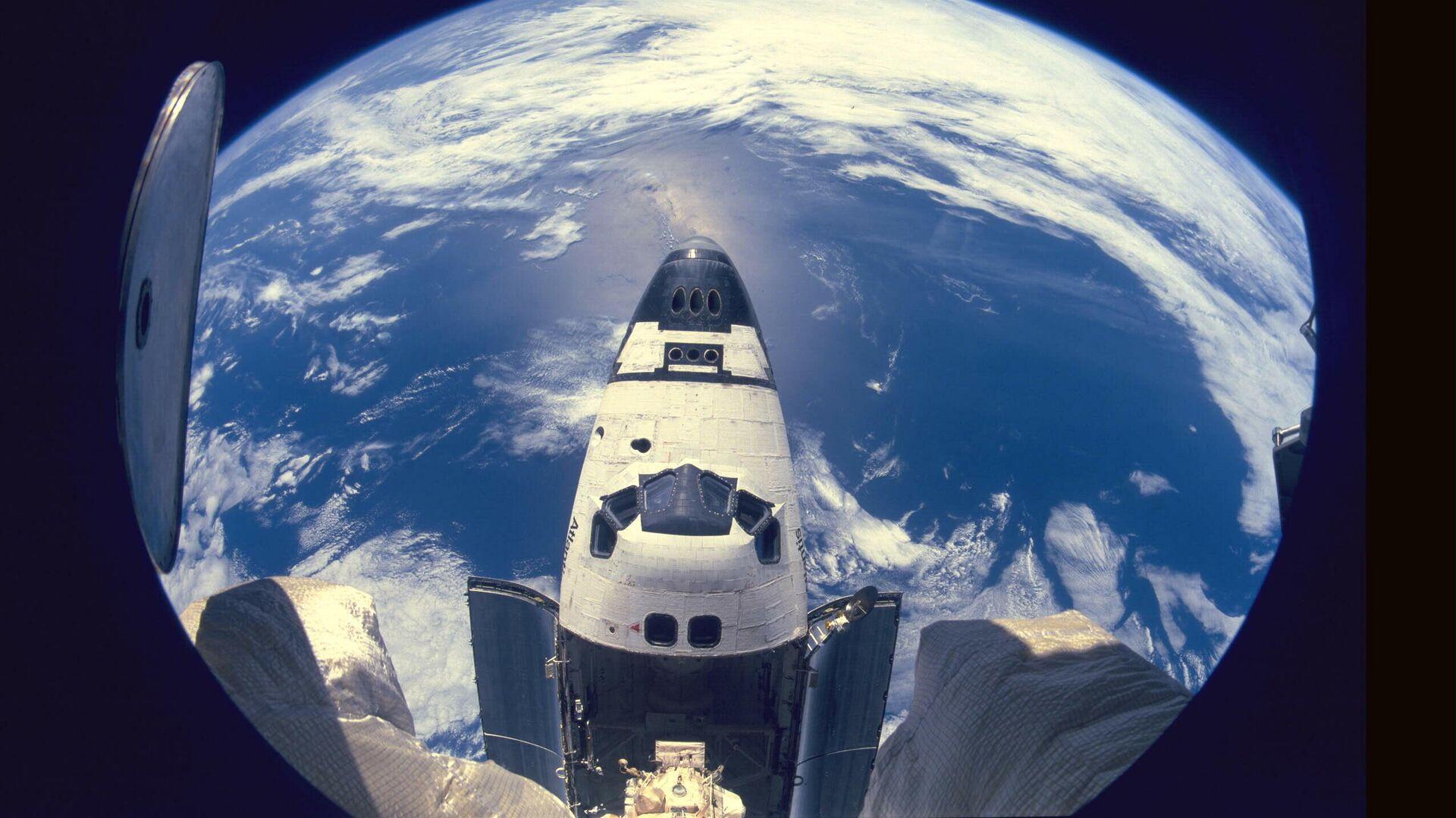 El transbordador Atlantis acoplado a la estación orbital Mir - Sputnik Mundo, 1920, 23.03.2021