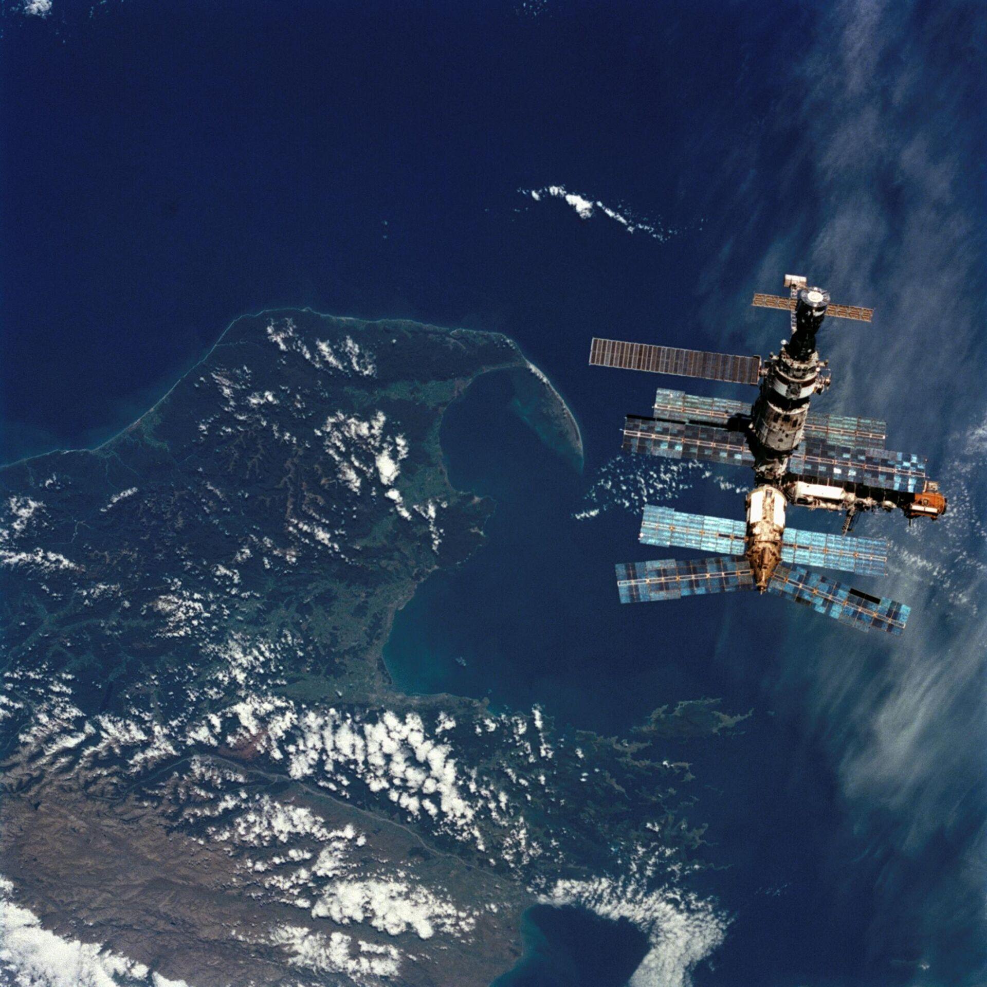 La estación orbital Mir sobre Nueva Zelanda, 1996 - Sputnik Mundo, 1920, 23.03.2021