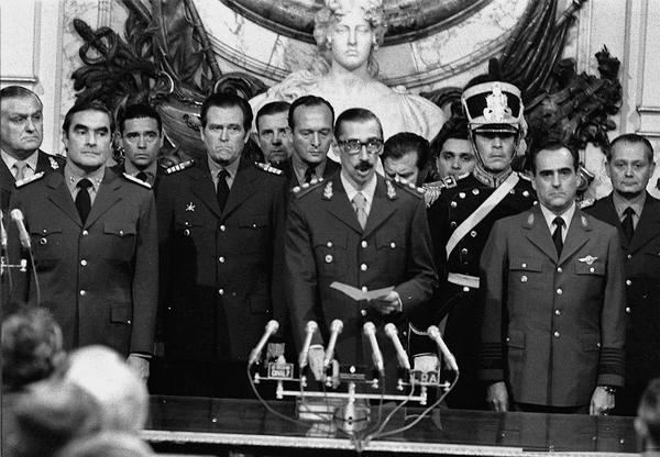 Jorge Rafael Videla en la Casa Rosada el 29 de marzo de 1976, cuando se juramentó presidente y tomó el poder como dictador  - Sputnik Mundo