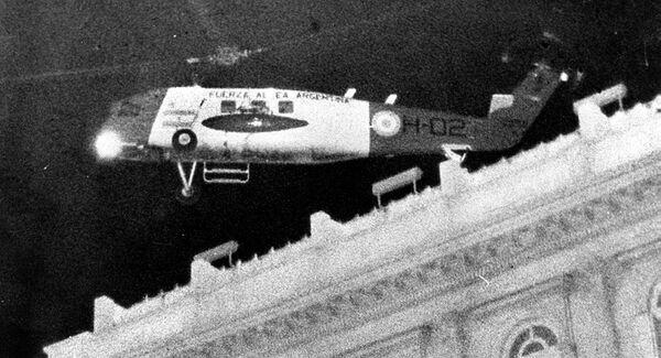El 24 de marzo de 1976 la presidenta Isabel Perón se subió a un helicóptero de la Fuerza Aérea Argentina - Sputnik Mundo