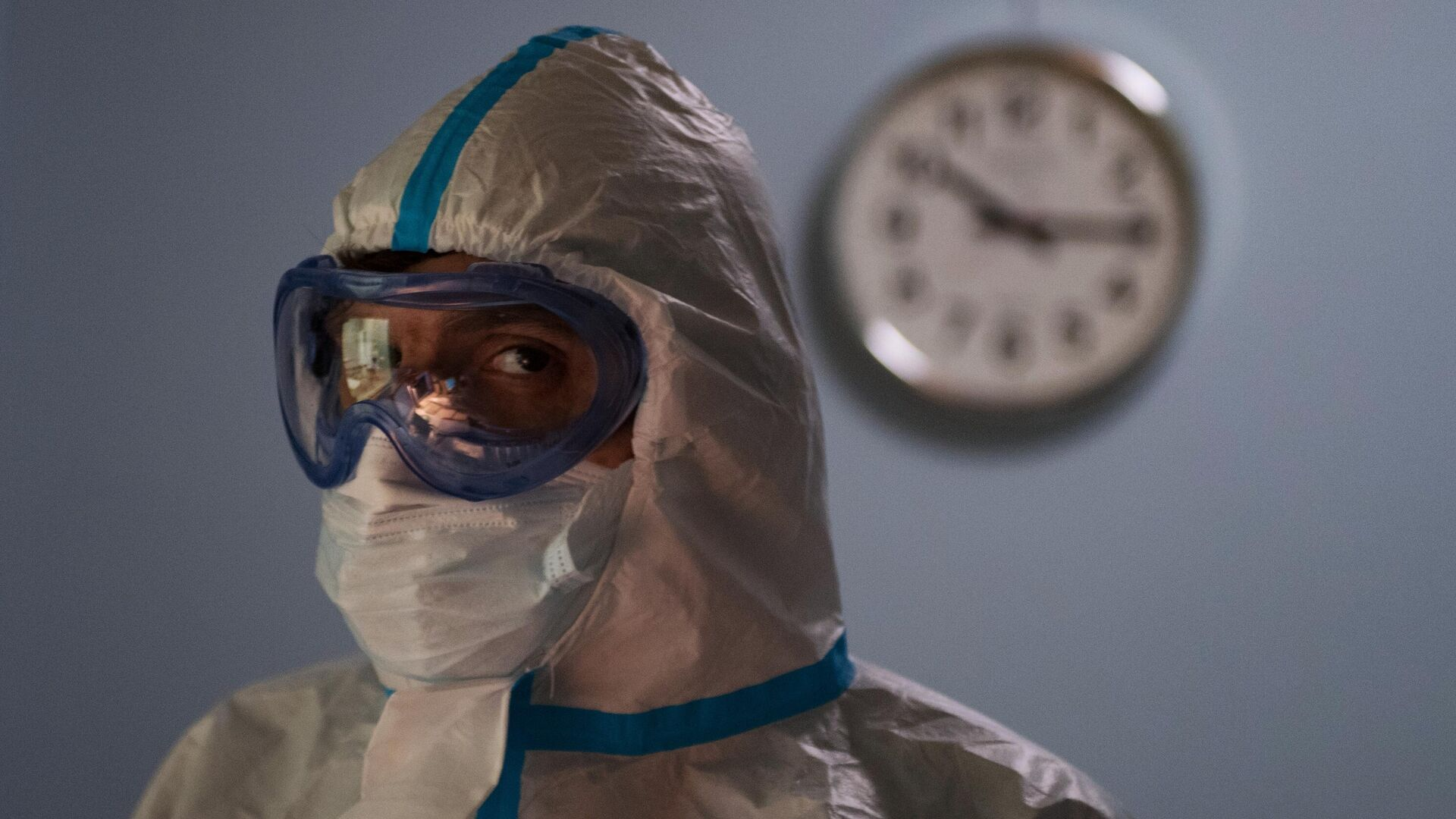 Un médico ruso que atiende casos de coronavirus en un hospital de Rusia - Sputnik Mundo, 1920, 24.03.2021